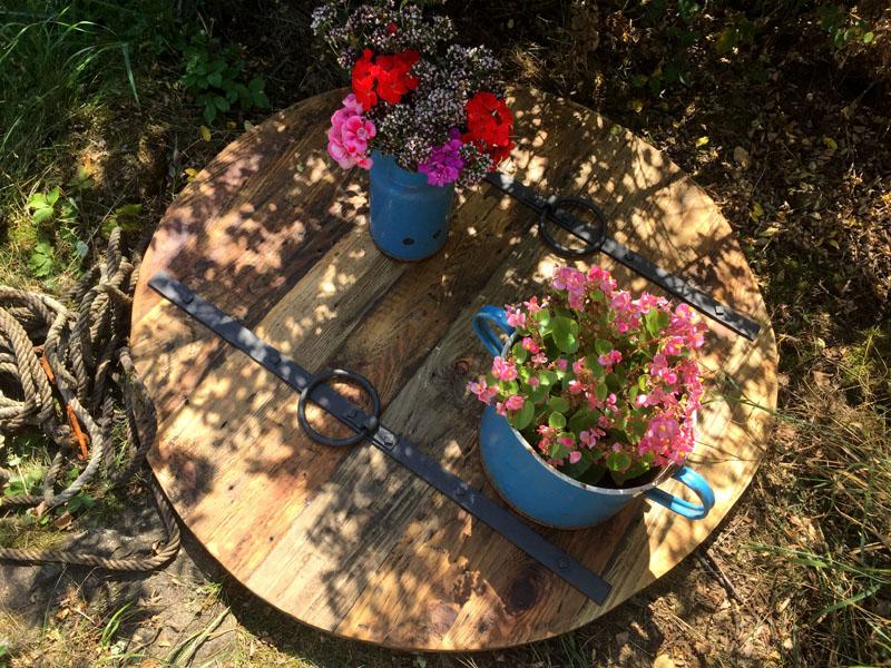 Poklop-na-studnu-designovy-dreveny