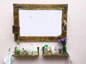 Zrcadlo-s-polici-retro-primorsky-styl