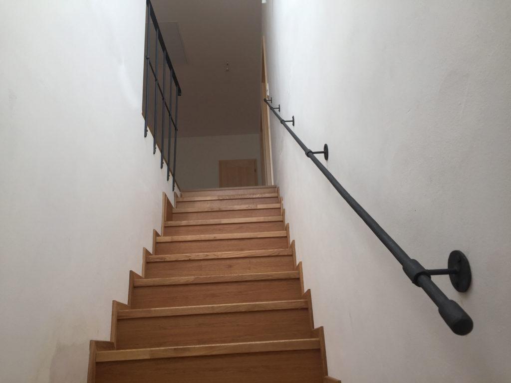 Madlo-kovane-schodistove