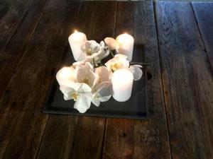 Svicen-ocelovy-v-jidelnim-stole