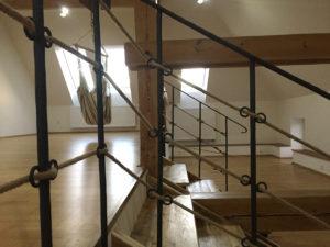 Drevene-schody-kovane-zabradli-stylove