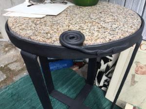 Kovany zulovy stolek