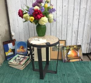 Kovany zulovy stolek designovy