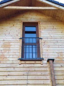 Balkonové zábradlí na francouzské okno